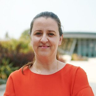 A photograph of the author, Sonia Gonçalves.