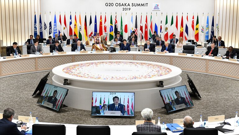 Shinzo Abe, Japan's prime minister,speaksat the G20 summit, surrounded by world leaders.