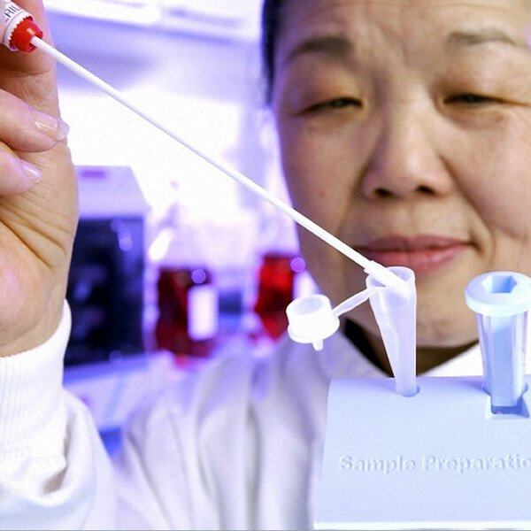 Researcher Helen Lee